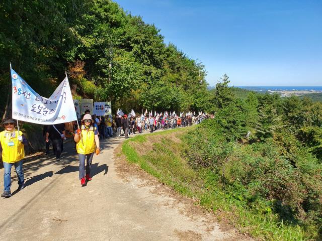 ▲ 매년 단풍철이면 많은 천주교인들이 양양성당을 출발해디모테오 성지순례길을 걷는 행사를 성대하게 개최하고 있다.