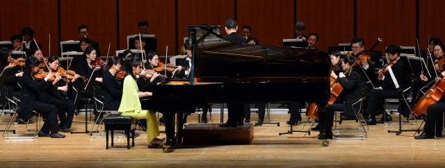 ▲ 손열음 피아니스트와 춘천시향의 '베토벤바이리버' 협연 모습