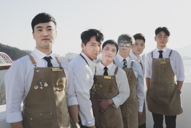 ▲ 임동호 쿼드 대표(왼쪽에서 두번째)와 직원들